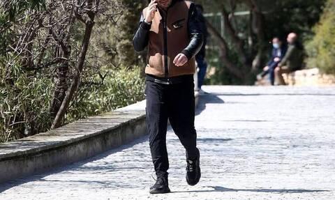 H Φάρμα: Δεν προβλήθηκε ακόμη η αποχώρησή του και εκείνος βγήκε βόλτα στην Ακρόπολη