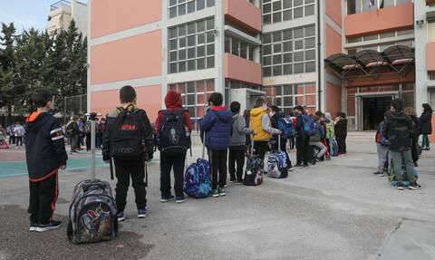 Σχολεία: Πότε και ποια ανοίγουν πρώτα – Ο ρόλος των self test που θα γίνονται κάθε Δευτέρα