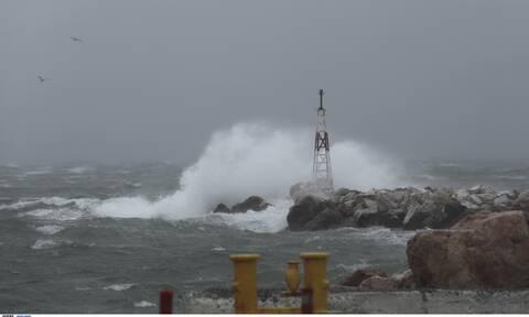 Καιρός: Σφοδροί άνεμοι στο Αιγαίο - Καταστράφηκαν καλλιέργειες από χαλάζι στη Μεσσηνία (vid)