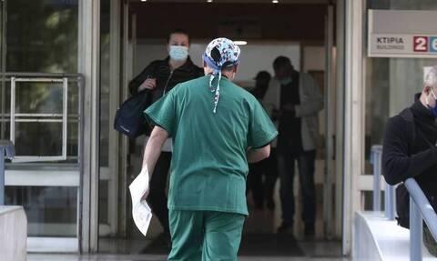 Η συγκλονιστική ανάρτηση νοσηλεύτριας: «Έχω ένα παλικάρι 32 ετών, δώστε μου αναπνευστήρα»