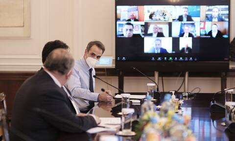 PM Mitsotakis announces 330 mln. euros in support funds for bars, coffee shops, restaurants