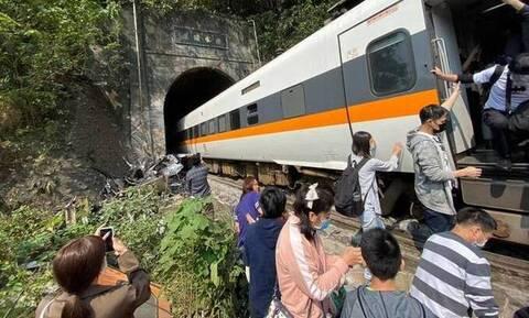 Ταϊβάν: Δεκάδες τραυματίες από εκτροχιασμό τρένου μέσα σε στοά - Φόβοι για νεκρούς