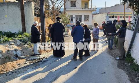 Το Newsbomb.gr στην Εύβοια: Τρισάγιο για τους τρεις εργάτες που σκοτώθηκαν από ηλεκτροπληξία