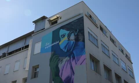 Κορονοϊός: «Η μητέρα μας κινδυνεύει να πεθάνει εκτός ΜΕΘ» - Καταγγελία για το Κρατικό Νίκαιας