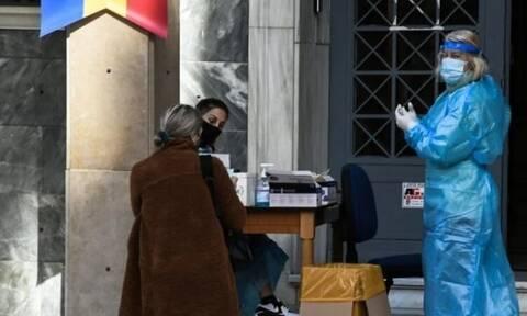 Απίστευτο περιστατικό στην Πάτρα: Έτρεχε γυμνός για να γιορτάσει το αρνητικό rapid test