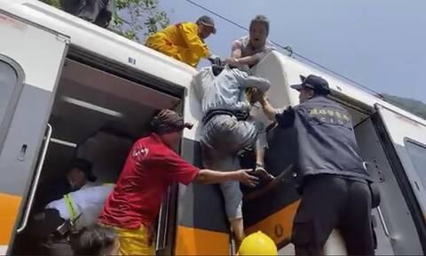 Tραγωδία στην Ταϊβάν: Τουλάχιστον 36 νεκροί και δεκάδες εγκλωβισμένοι από εκτροχιασμό τρένου