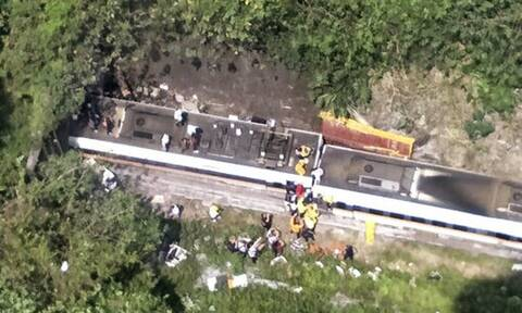 Tραγωδία στην Ταϊβάν: Τουλάχιστον 48 νεκροί από εκτροχιασμό αμαξοστοιχίας - Συγκλονιστικές εικόνες