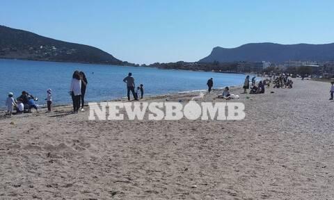Ρεπορτάζ Newsbomb.gr: Ποια κρούσματα; Βόλτα στη λιακάδα οι Αθηναίοι - Χαμός στις παραλίες