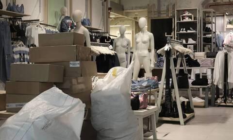 Lockdown: Πυρετώδεις προετοιμασίες στα καταστήματα λιανικής για το άνοιγμα