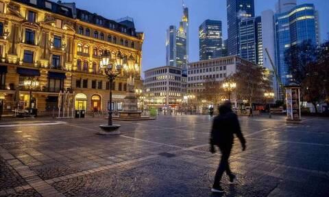 Γερμανία: Μια καρδιά από κεριά για τα θύματα του κορονοϊού