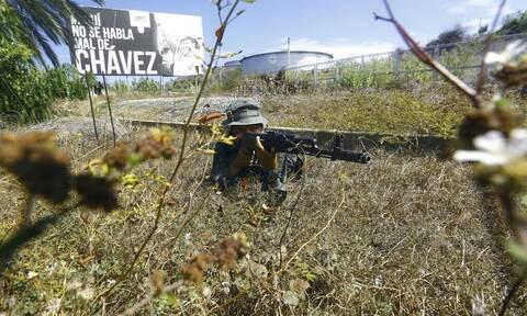 Βενεζουέλα: Άλλοι δύο στρατιωτικοί σκοτώθηκαν στις μάχες στα σύνορα με την Κολομβία