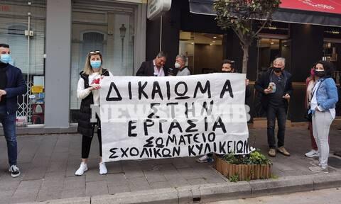 Ρεπορτάζ Newsbomb.gr: «Θερμή» υποδοχή Πατρινών στον Πέτσα – «Απαιτούμε δεν επαιτούμε»