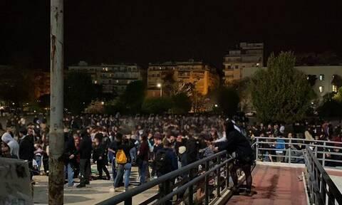 Θεσσαλονίκη: Κορονοπαρτάρα με 1.000 άτομα στο ΑΠΘ - Απίστευτες εικόνες συνωστισμού