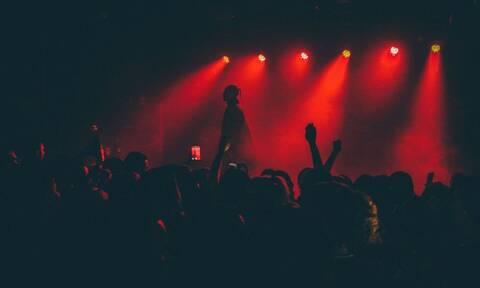 ΣΟΚ: Πασίγνωστος τραγουδιστής σε κώμα μετά από υπερβολική δόση ναρκωτικών