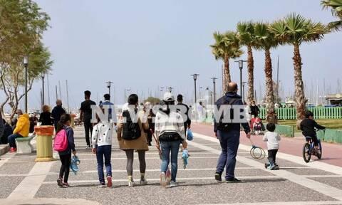 Lockdown: Ξανά στις παραλίες οι Αθηναίοι - Γέμισαν κόσμο πάρκα και πλατείες