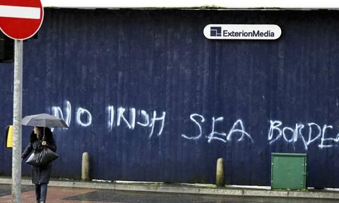 DW: Επικίνδυνη ένταση στη Βόρεια Ιρλανδία- Δύο ημέρες βίαιων επεισοδίων