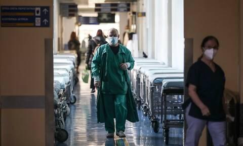 Ασφυκτική πίεση στα νοσοκομεία: Το ισοζύγιο εισαγωγών - εξιτηρίων κρατάει το ΕΣΥ στα «πόδια» του