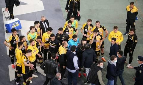 ΑΕΚ: Οι οπαδοί τα... έχωσαν στους παίκτες – Η συγγνώμη της ΠΑΕ (video+photos)