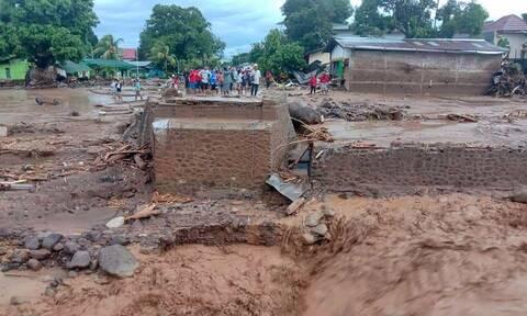 Πλημμύρες σε Ινδονησία και Ανατολικό Τιμόρ: Τους 160 πλησιάζουν οι νεκροί - Εικόνες καταστροφής