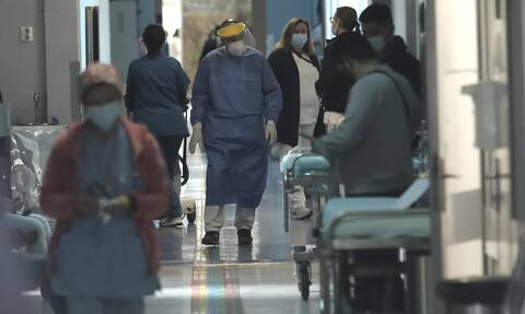 Θεσσαλονίκη: «Ασφυξία» από τους 800 ασθενείς με κορονοϊό – Εκτάκτως στην πόλη ο Κοντοζαμάνης