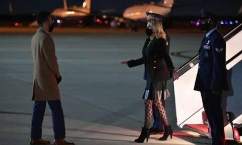 Τζιλ Μπάιντεν: Η πρώτη κυρία των ΗΠΑ φόρεσε...διχτυωτό καλσόν και το Twitter «πήρε φωτιά»