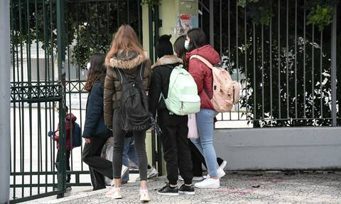 Άνοιγμα σχολείων: Νομίζω τη Δευτέρα θα ανοίξουν δηλώνει ο Γεραπετρίτης