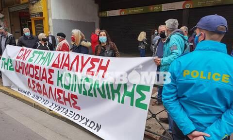 Ρεπορτάζ Newsbomb.gr: Συγκέντρωση εργαζομένων στο Υπ. Εργασίας - Ποια είναι τα αιτήματα