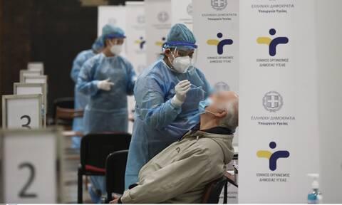Κρούσματα σήμερα: Ολοταχώς για 5.000! Σπάει κάθε προηγούμενο ρεκόρ – «Πνίγονται» τα νοσοκομεία