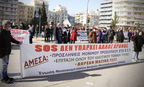 Κορονοϊός: Οι νοσοκομειακοί γιατροί καλούν σε συγκεντρώσεις τον λαό της Θεσσαλονίκης