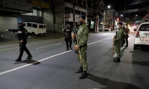 Αδιανόητο: Φιλιππινέζος πέθανε από 300 βαθιά καθίσματα γιατί παραβίασε την απαγόρευση κυκλοφορίας