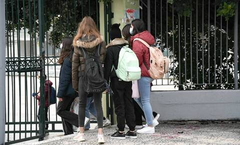 Άνοιγμα σχολείων: Το «ημερολόγιο» της επιστροφής για Λύκεια, Γυμνάσια, Δημοτικά αποκάλυψε η Μακρή