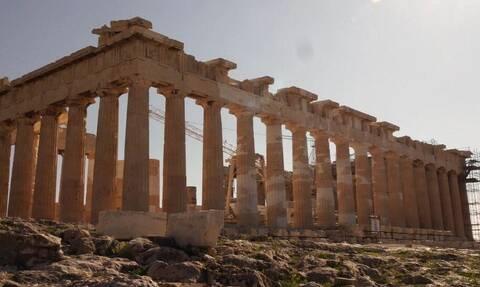 BBC: «Η Ελλάδα περιμένει τους τουρίστες να επιστρέψουν»