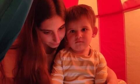 Φωτεινή Αθερίδου: Θα ξεκαρδιστείτε - Δείτε πού έκατσε ο γιος της