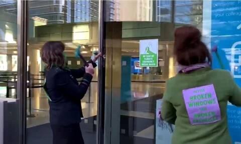 Βρετανία: Συλλήψεις ακτιβιστών για το κλίμα μετά απο βανδαλισμό σε τράπεζα του Λονδίνου