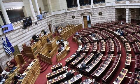 Ανατροπές στην εργατική νομοθεσία: Η αντιπολίτευση προετοιμάζεται για τη «μητέρα των μαχών»