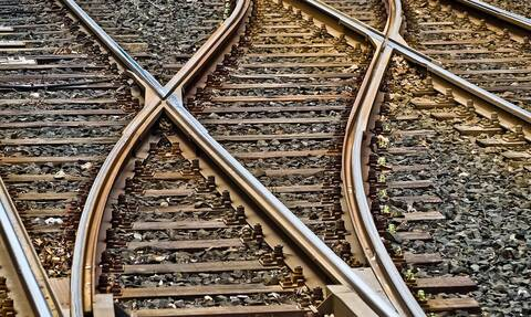 Γραμμές τρένου απόπειρα αυτοκτονίας