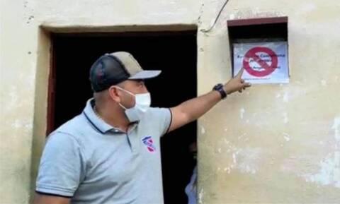 Κορονοϊός: Δήμαρχος στη Βενεζουέλα τοποθετεί προειδοποιητικές πινακίδες στα σπίτια των ασθενών