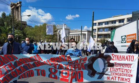 Ρεπορτάζ Newsbomb.gr: Συγκέντρωση και πορεία στο κέντρο της Αθήνας εργαζομένων στον επισιτισμό