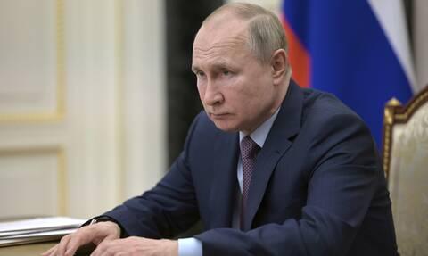 Προειδοποιητικό μήνυμα Πούτιν σε Μέρκελ για Ουκρανία- Αμερικανικά πολεμικά στη Μαύρη Θάλασσα