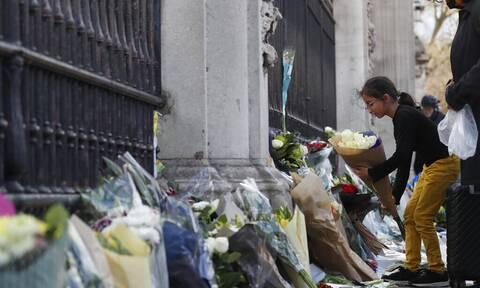 Πρίγκιπας Φίλιππος: Oι Βρετανοί τον αποχαιρετούν με λουλούδια, ζωγραφιές και σημειώματα (pics)