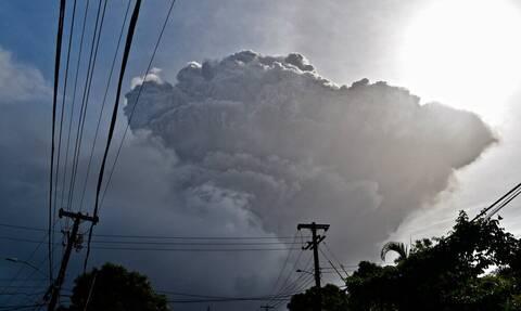 Άγιος Βικέντιος: Εξερράγη ηφαίστειο - Οι κάτοικοι εκκένωσαν την περιοχή (vid)