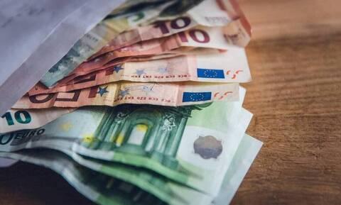 Συντάξεις Μαΐου 2021: Νωρίτερα λόγω Πάσχα οι πληρωμές - Πότε πάνε ταμείο οι συνταξιούχοι