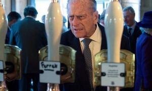 Πρίγκιπας Φίλιππος: Δεν θα πιστεύεις ποιο ήταν το αγαπημένο του ποτό