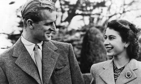 Πρίγκιπας Φίλιππος: Πώς βοήθησε την Ελισάβετ να σώσει το Στέμμα