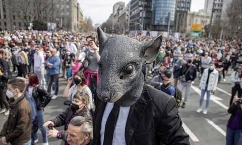 Σερβία: Χιλιάδες άνθρωποι διαδήλωσαν στο Βελιγράδι, απαιτώντας τη λήψη μέτρων από την κυβέρνηση