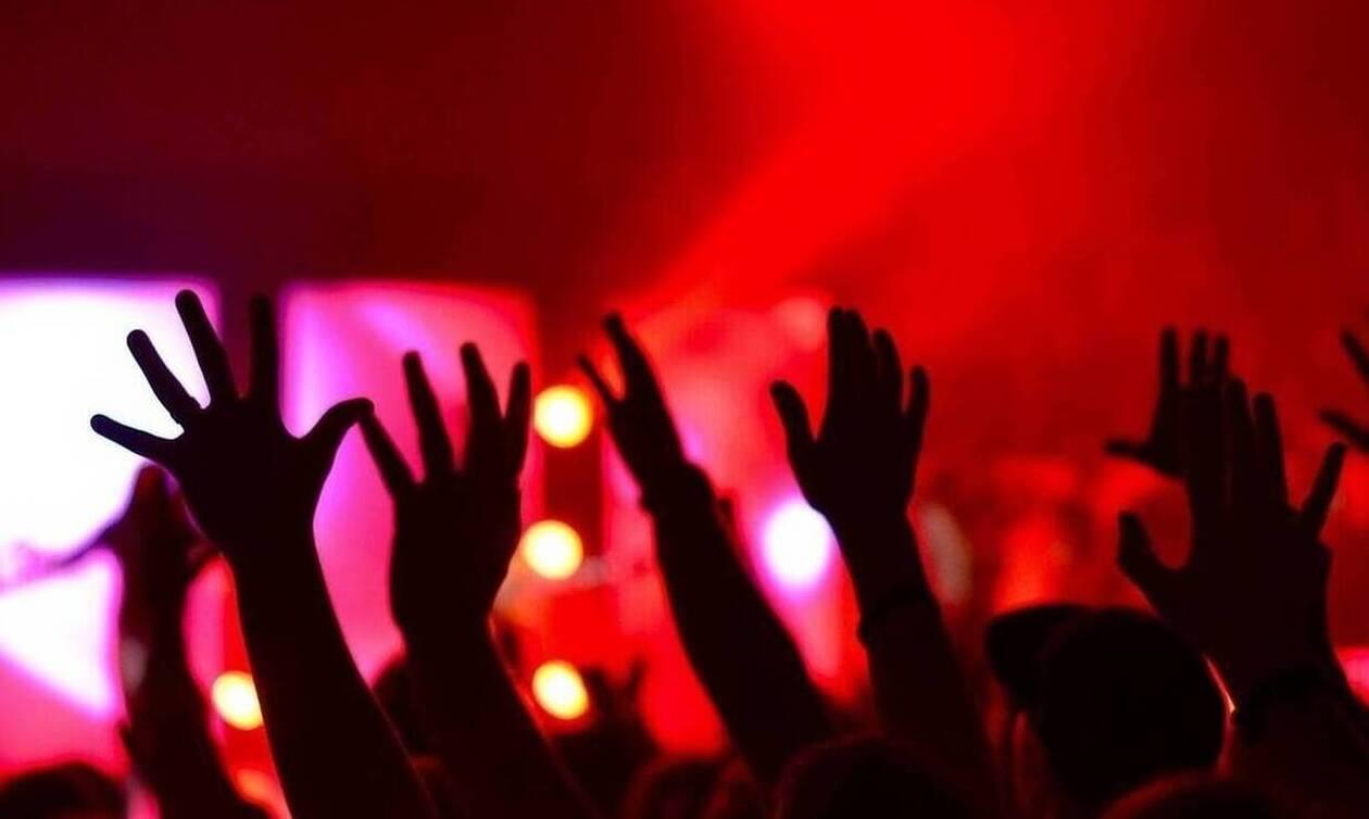 Αθήνα: «Κορονοπάρτι» σε σπίτι στο κέντρο εν μέσω πανδημίας