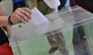 Δημοσκόπηση:  Η «ψαλίδα» μεταξύ ΝΔ και ΣΥΡΙΖΑ - Χαλάρωση των μέτρων ζητά το 61%