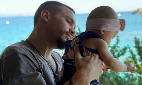Λευτέρης Πετρούνιας: Βοηθάει την κόρη του να κάνει τσουλήθρα - Δείτε φώτο