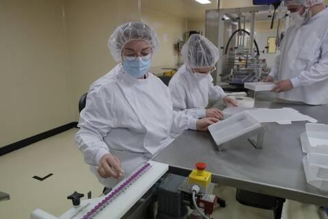 Κορονοϊός: Σήμα κινδύνου για τις ελλείψεις βασικών υλικών παρασκευής εμβολίων - Ανησυχία στην Ε.Ε