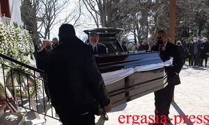 Γιώργος Καραϊβάζ: Ράγισαν καρδιές στην κηδεία του δημοσιογράφου